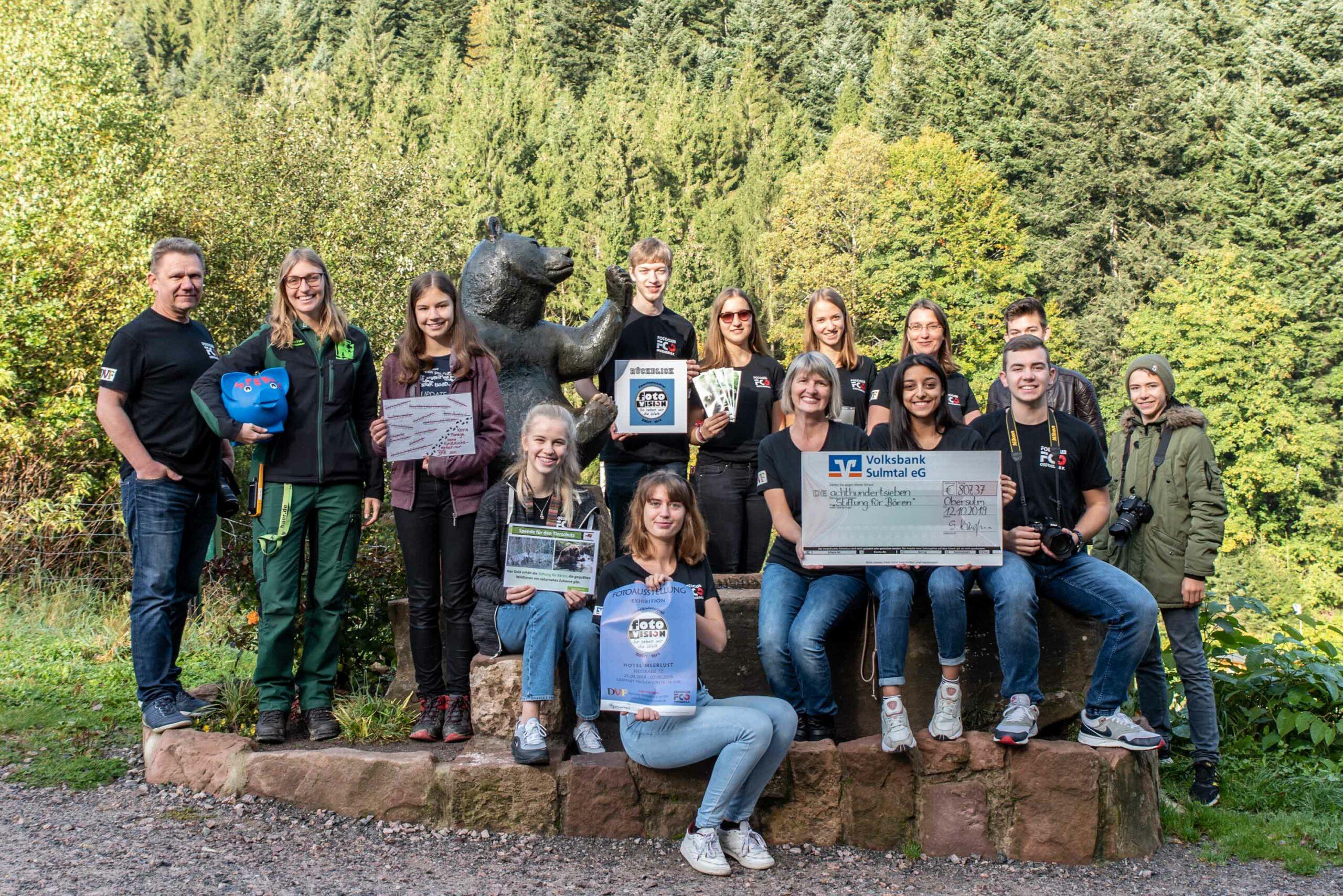 Jugend Fotoclub Spendenübergabe im Alternativen Bärenpark im Schwarzwald 12.10.2019